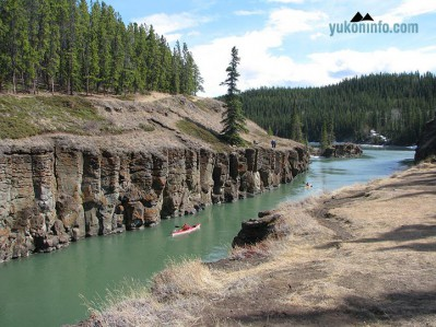 kayaks-on-the-yukon-river