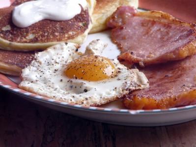 peameal-bacon-eggs